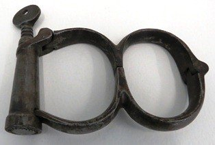 Figure of eight handcuffs